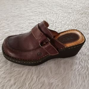 Born Pebble Leather Clogs